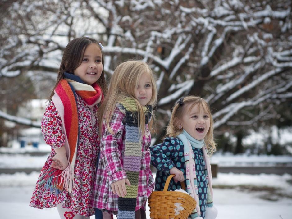 Kinder Schnee Weihnachten