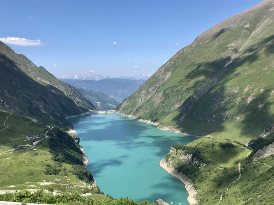 Sie sehen den Stausee Wasserfallboden in Kaprun im Salzburger Land. JUFA Hotels bietet Ihnen den Ort für erlebnisreichen Natururlaub für die ganze Familie.