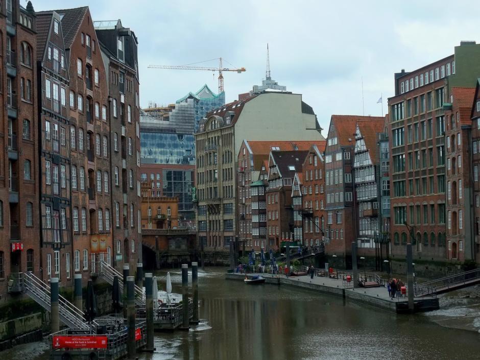 Das Rathaus und das City Center sind in unmittelbarer Nähe des JUFA Hotel Hamburg HafenCity, welches sich ideal für ein Wochenende in Hamburg eignet.