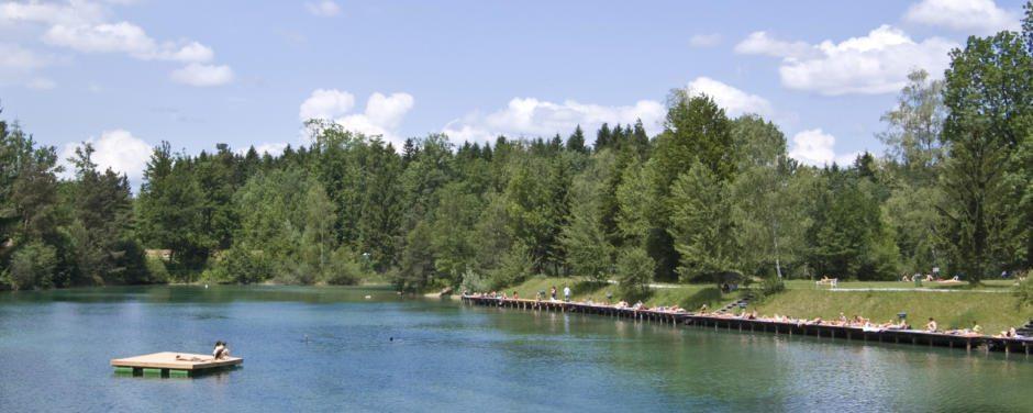 Das erfrischende Wasser vom Anifer Waldbad ist besonder an den heißen Sommertagen eine willkommene Abkühlung.