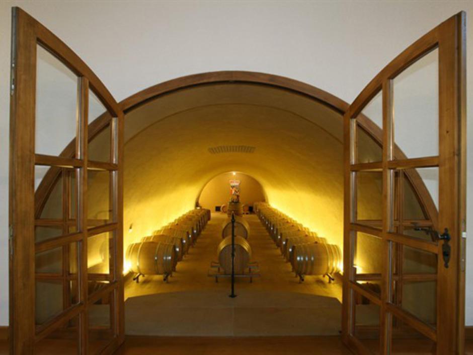 Sie sehen den Weinkeller der Hofkellerei in Liechtenstein. JUFA Hotels bietet kinderfreundlichen und erlebnisreichen Urlaub für die ganze Familie.