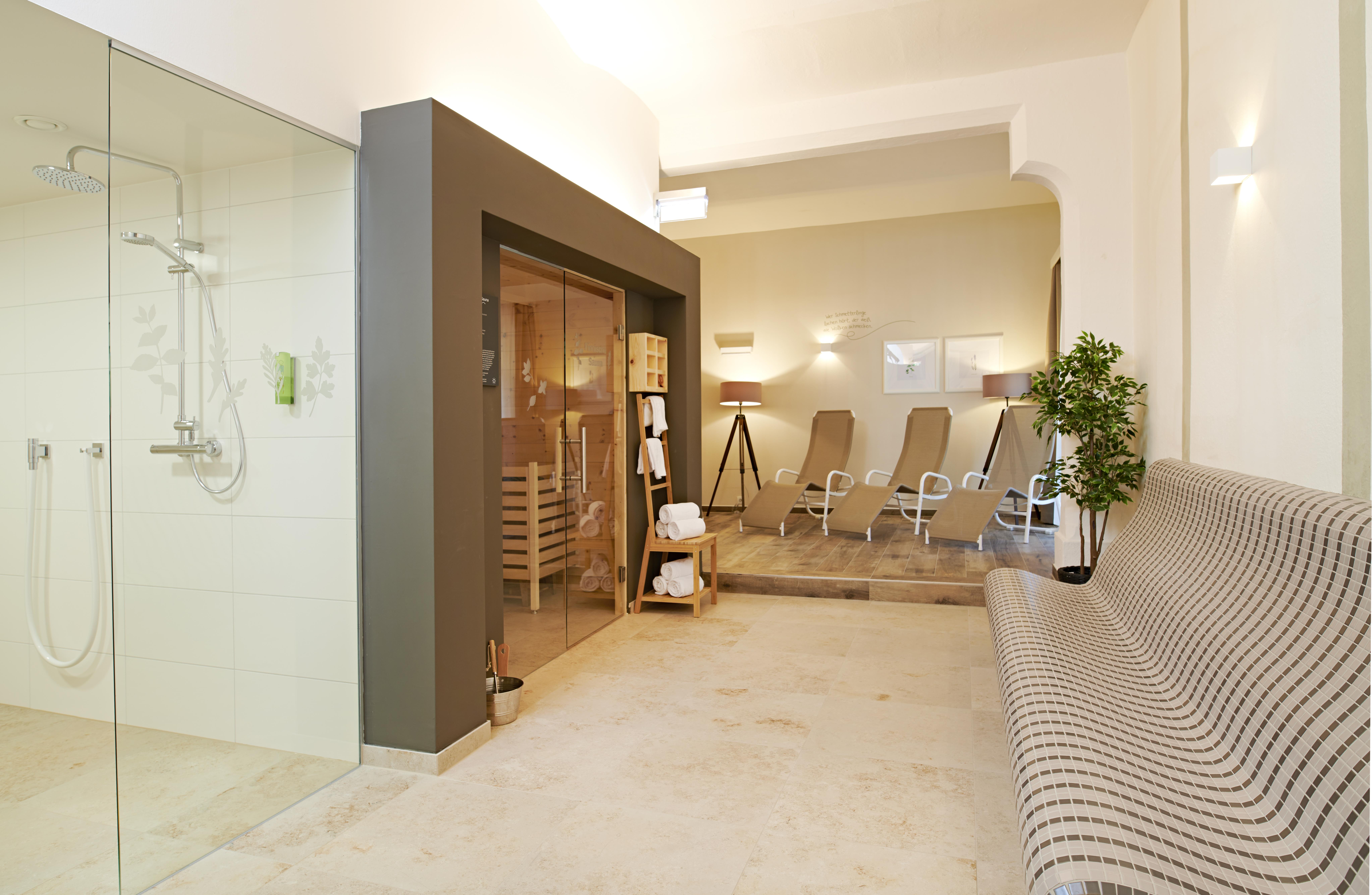Sie sehen den Wellnessbereich im JUFA Hotel Stift Gurk. Der Ort für erlebnisreichen Natururlaub für die ganze Familie.