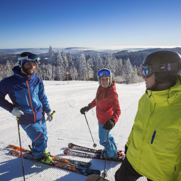 Skifahren an den Liften des Liftverbund Feldberg